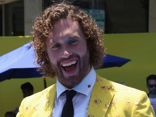 Feds: Drunk T.J. Miller Argued With Woman On Train And Called In False Bomb Threat