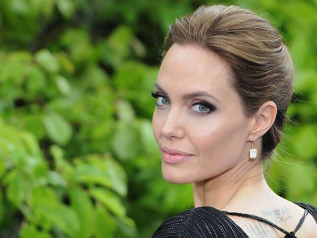 Angelina Jolie Ameliyat Sonrası İlk Kamu Görünümünü Yaptı