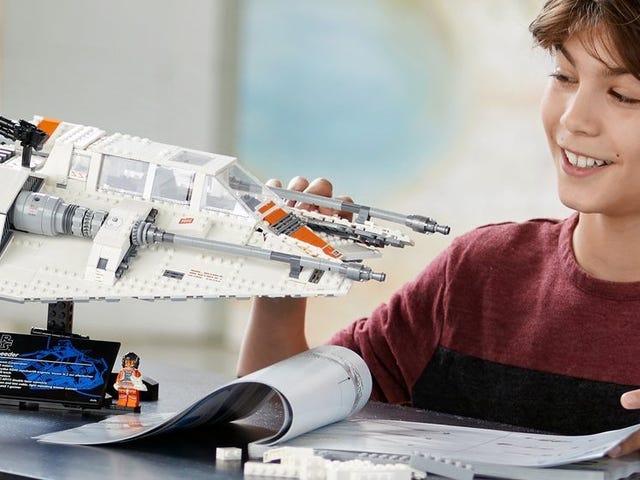 Save $30 On This 1,700 Piece LEGO Star Wars Snowspeeder