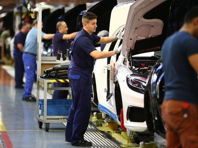 Mercedes wird Roboter in der Produktion reduzieren und mehr Menschen beschäftigen