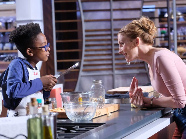 """<a href=https://thetakeout.com/christina-tosi-interview-masterchef-junior-mothers-day-1834593248&xid=17259,15700021,15700186,15700190,15700256,15700259,15700262 data-id="""""""" onclick=""""window.ga('send', 'event', 'Permalink page click', 'Permalink page click - post header', 'standard');"""">Christina Tosiと彼女のお母さんのGreta Tosi Miller、今夜の大好きな<i>MasterChef Junior</i></a>"""