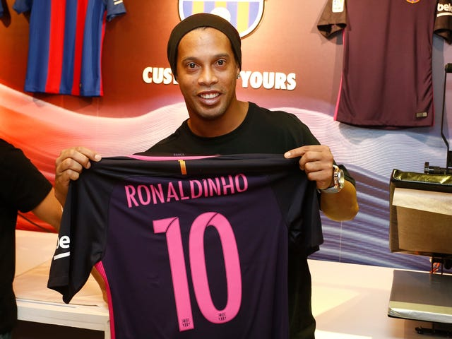 Report: Barcelona Distancing Ronaldinho And Rivaldo From Club After Players Endorse Jair Bolsonaro