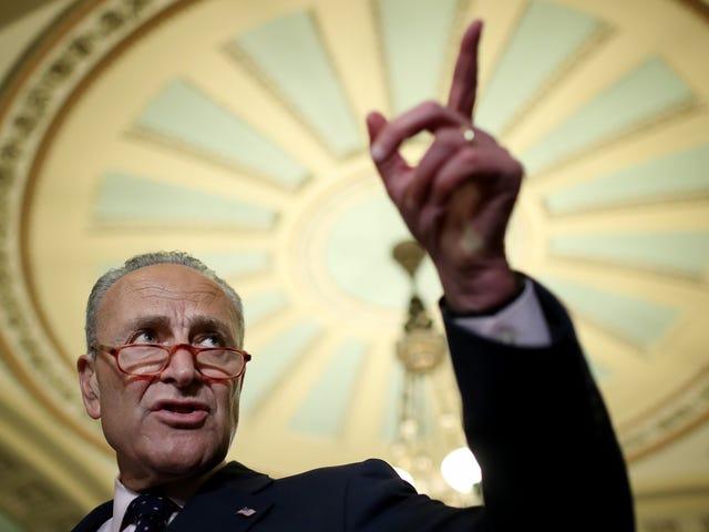 Le sénateur exige enfin que le FBI sonde Faceboo… Euh, FaceApp?