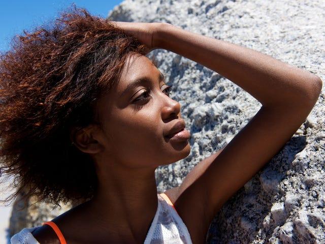 あなたの髪が夏の暑さを打つのを助けるための4つのヒント