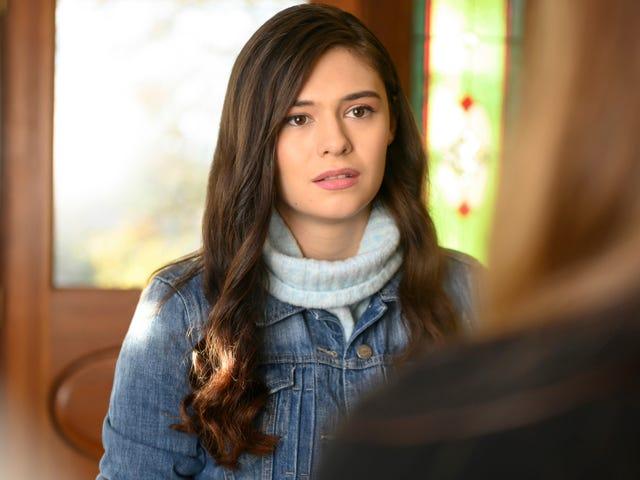 ซุปเปอร์ฮีโร่คนแรกของทีวีได้รับเรื่องราวต้นกำเนิดของเธอในฐานะ Supergirl ที่โดดเด่นวางหน้าและศูนย์กลางของ Nia Nal