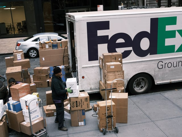 Amazon interdit aux vendeurs du marché d'utiliser FedEx Ground sur les envois Prime