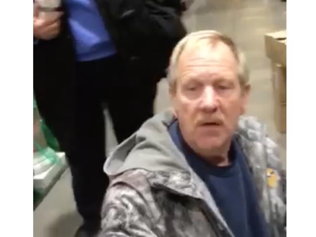 """Racist Shopper mówi matce, aby """"wróciła do Meksyku"""""""