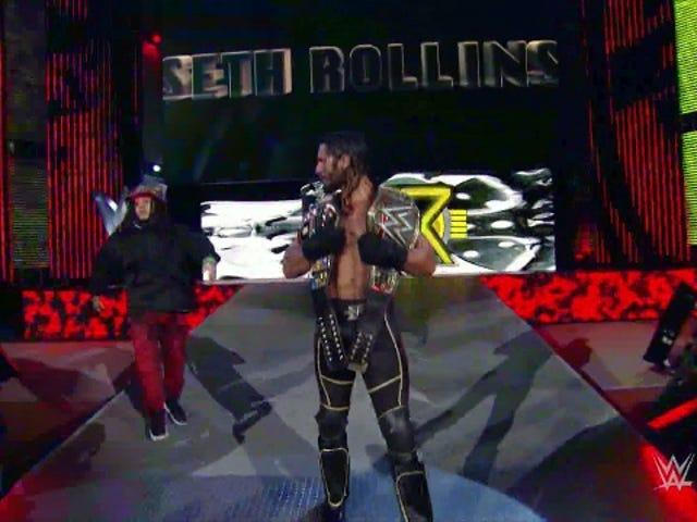 Bir Idiot Invaded <i>WWE Raw</i> Bu Gece