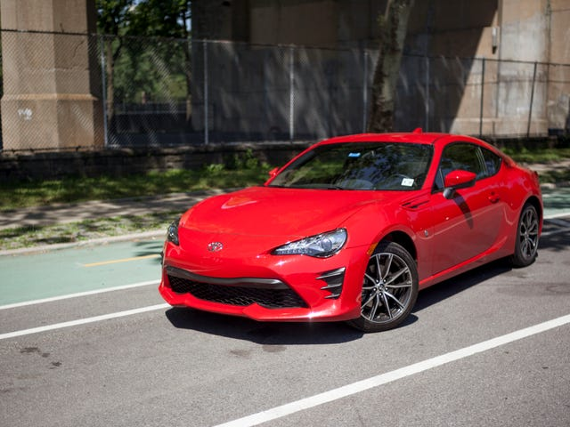 It Is Unacceptable That The Toyota GT86 And Subaru BRZ Don't Come With Center Arm Rests