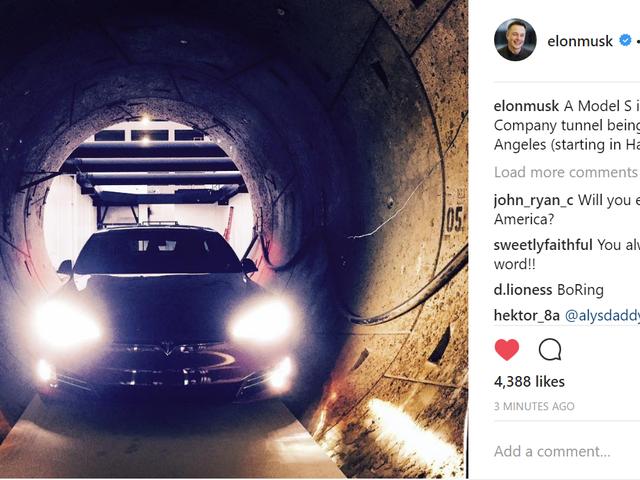 Coche en túnel