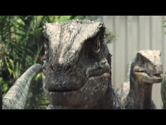 """""""It Doesn't Go Well For The Humans"""" In New<i>Jurassic World </i>Featurette"""