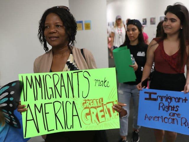 Khi Tòa án Tối cao ngừng hoạt động vào mùa hè, nó tuyên bố sẽ xem xét các biện pháp bảo vệ DACA cho người nhập cư trẻ trong nhiệm kỳ tới