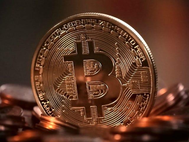Invierta automáticamente su cambio de repuesto en Cryptocurrency con esta aplicación