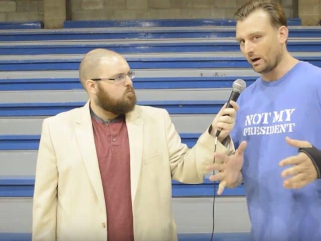 """Kukaan ei pissing off Paikalliset Wrestling Crowds kuin """"Progressive Liberal"""""""