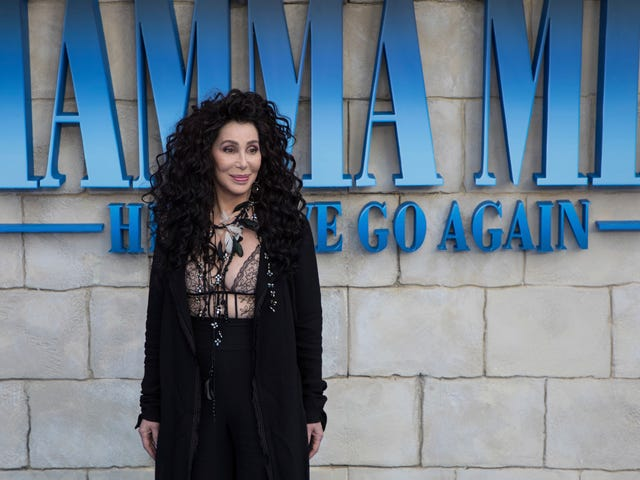 Cher Nearly Suffered a Wardrobe Malfunction at the Mamma Mia! Here We Go AgainPremiere