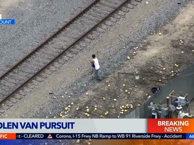 La polizia sembra sparare a Van Ruben rubato in diretta televisiva