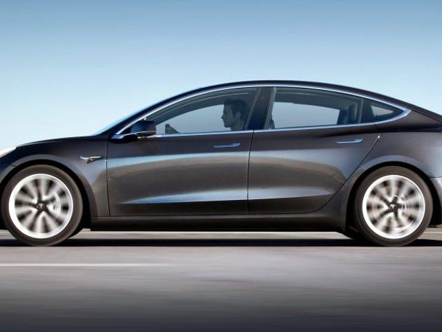 Tesla empieza a vender una versión más barata del Model 3