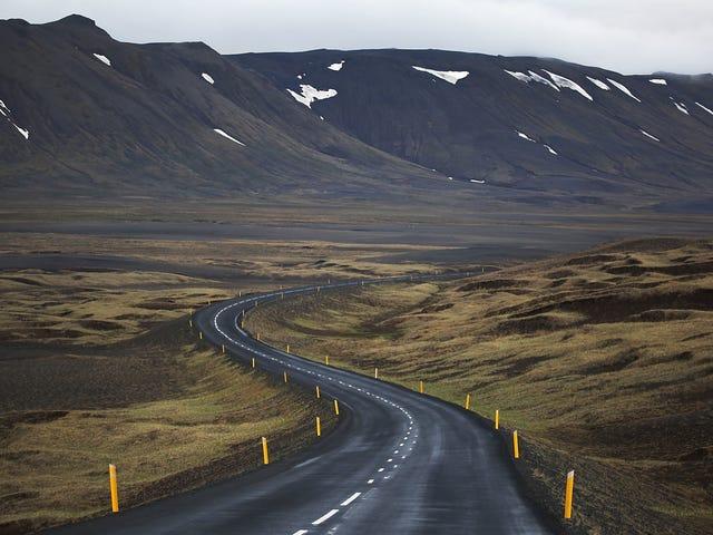 Mitä ajoneuvoa minun pitäisi vuokrata Islannin kehätielle?