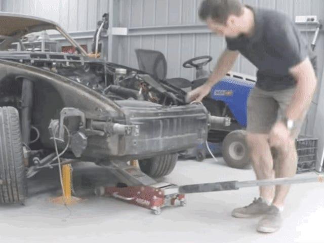 Fabrica un impresionante Porsche 911 montándolo pieza por pieza desde el garaje de su casa