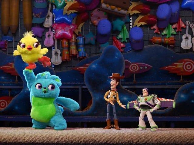 Toy Story 4 ξεκινά με τη σύνδεση των χαλαρών τελειών και την άνοδο των συναισθηματικών πόντων