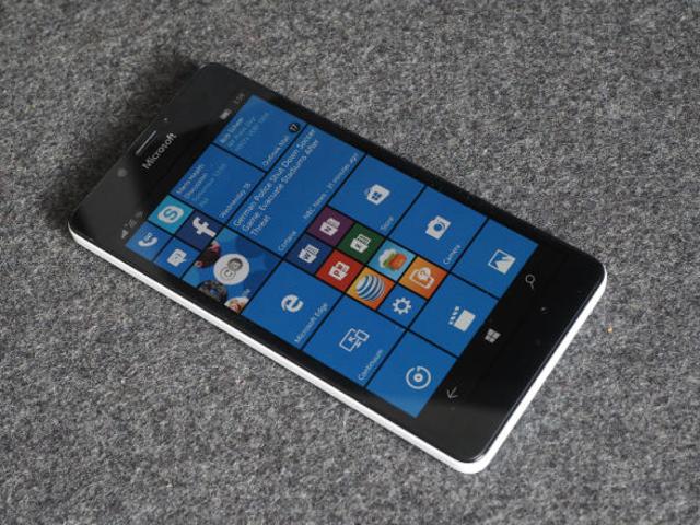 2016 की शुरुआत में लूमिया हैंडसेट के लिए विंडोज 10 मोबाइल अपग्रेड