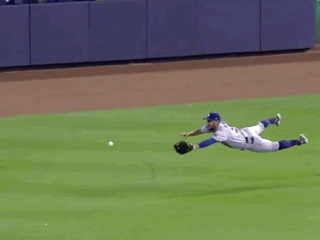 Dodgers' Kristopher Negrón Faceplants Attempting Diving Catch, Comes Up With Nose Full Of Blood