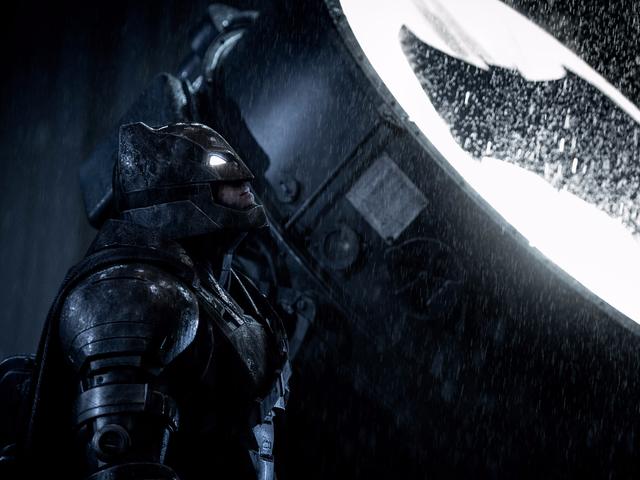 벤 애플렉, <i>Justice League</i> Set에서 일부 Batarangs를 훔쳤다.