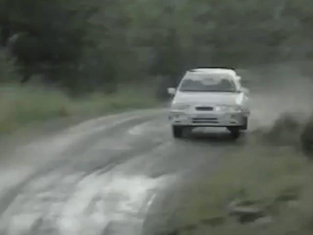 Katso tämä ja ymmärrä Miksi creaky vanha Ford-viistoperä on ralli-legenda
