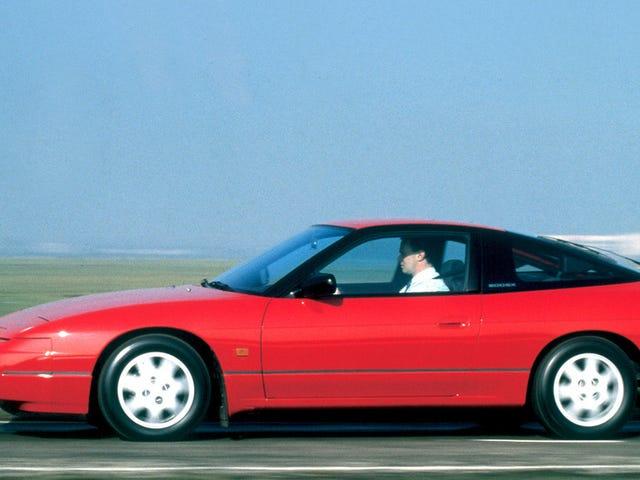 Είναι Παρασκευή!  Αυτός ο τύπος είναι έτοιμος να βγει εκεί και να οδηγήσει σαν πρωταθλητής στο Nissan 200SX του.  Είσαι?