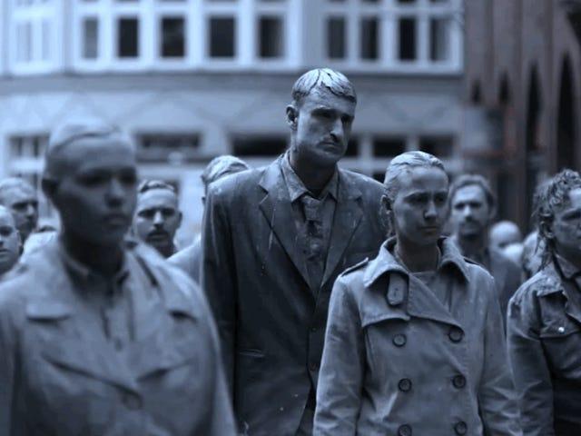 La genial (y terrorífica) manera que han elegido dan Hamburgo para protestar contra Trump: con zombies