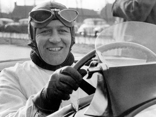 Legendary Jaguar Test Driver Norman Dewis, Na Nakaiba Ang World of Speed, Namatay sa 98