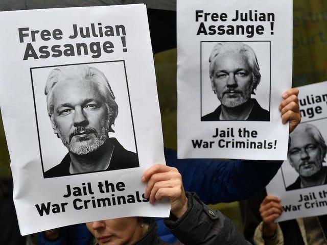 Julian Assange nói rằng anh ta 'Chết chậm' trong tù trong đêm Giáng sinh Gọi điện thoại: Báo cáo
