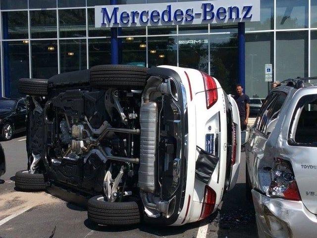Ang Test Drive ng Mercedes ay Nagpapatuloy sa isang Pagsubok ng Crash