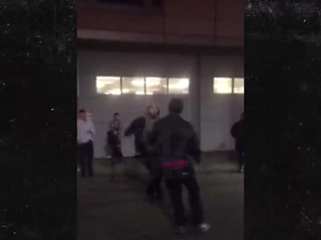 Τώρα υπάρχει Περισσότερα βίντεο Jahlil Okafor Καταπολέμηση Άνθρωποι Στη Βοστώνη