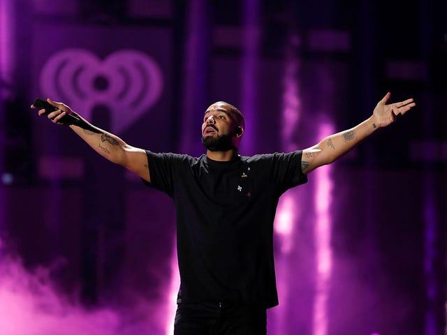 Drake hotar konsertdeltagare efter att han fångar honom som gräver kvinnor