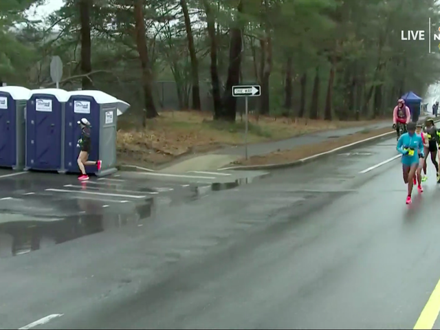 Shalane Flanagan Takes 13-Second Bathroom Break In The Middle Of The Boston Marathon