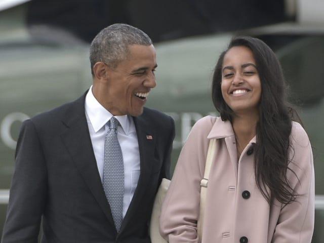 Ο Obamas γιορτάζει την αποφοίτηση του γυμνασίου των Μαλίων