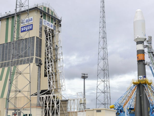 Watch Rivals SpaceX and Arianespace Both Launch Rockets Within 15 Minutes on Wednesday Morning