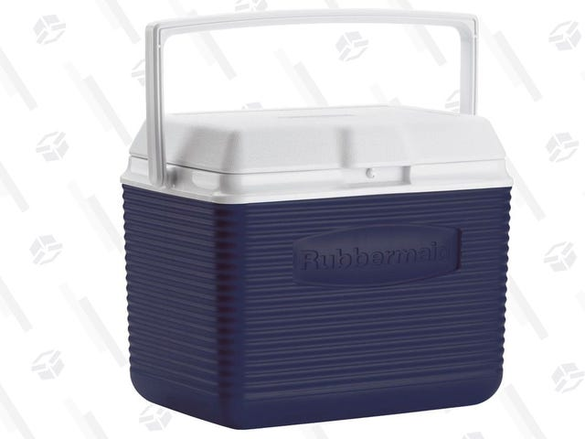 This $10 Rubbermaid Cooler Will Be Easy to Carry Around