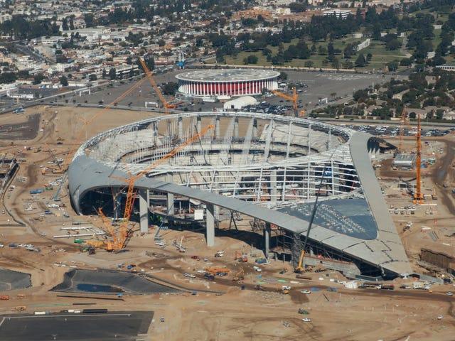 なぜスタジアムの建設が継続できるのですか?