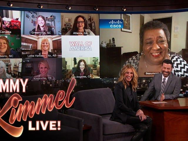 Xem Julia Roberts nói chuyện với 9 phụ nữ được đặt tên là Julia Roberts trên Jimmy Kimmel