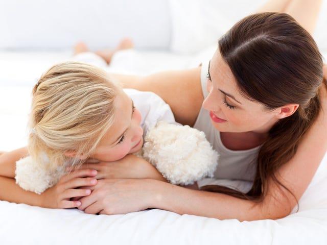 Научите маленьких детей «слушать их глазами»