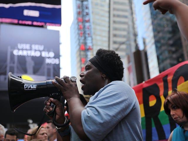 ¿Están los trabajadores homosexuales y transgénero protegidos por la ley federal?  La Corte Suprema de los Estados Unidos decidirá