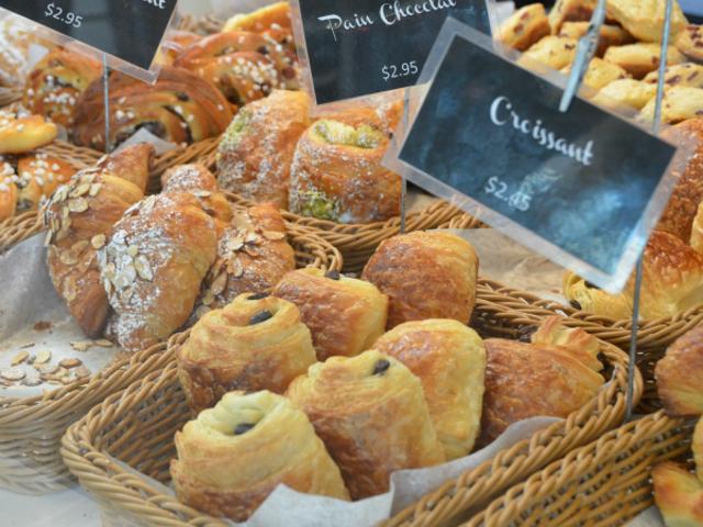 Transforma los pasteles de un día en un pudín de pan decadente