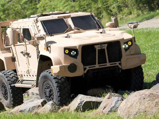 Cómo un rally, pero con minas: así prueba el ejército estadounidense su todoterreno blindado
