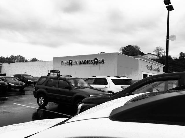 The Last Toys R Us Shop