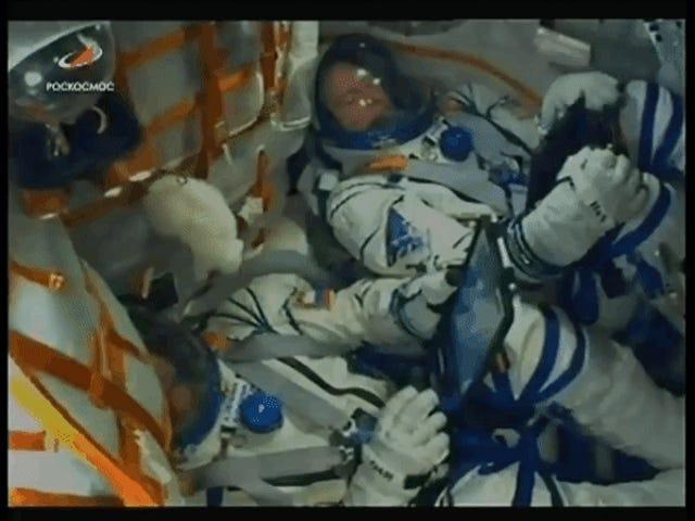 La tripulación de la Soyuz aterriza de emergencia poco después de despegar por un fallo en los propulsores
