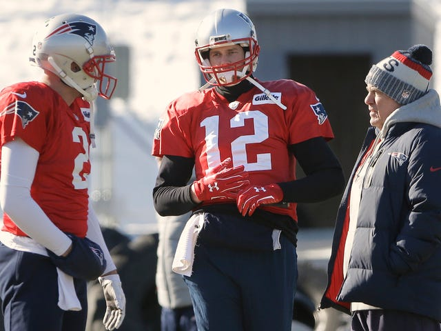 Uh, Tom Brady's Throwing Hand Is Hurt And He Didn't Practice Today