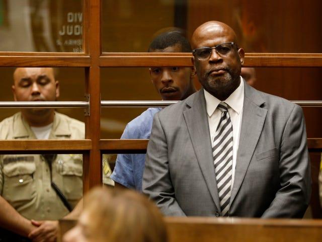 Після отримання смертельних загроз, Кріс Дарден сказав, що більше не буде захищати вбивцю підозрюваного Ніпсі