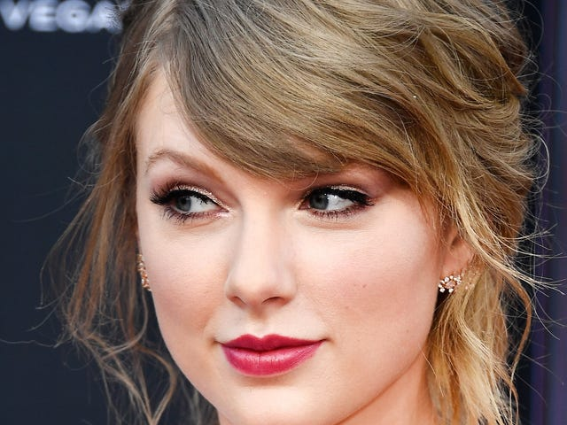 An Open Apology to Taylor Swift, Who Recently Discovered Racism